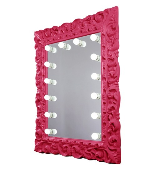 Pink mirror cacthes the eyes of girls