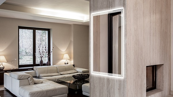 Spacious living mirror room